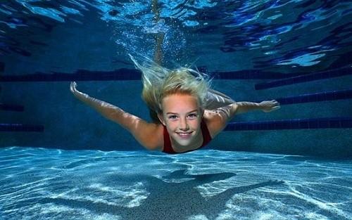 آموزش تصویری شنای کرال سینه در استخر